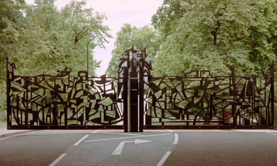 The New Edinburgh Gate, Hyde Park, central London, designed by Wendy Ramshaw.