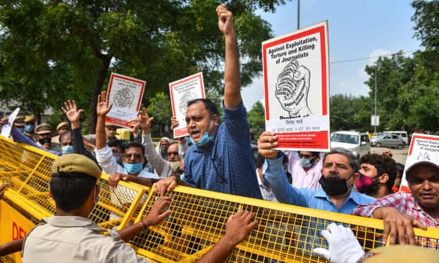 Journalists protest in New Delhi