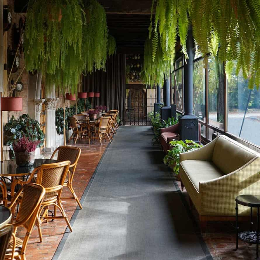 Landa Hotel is set in luch gardens