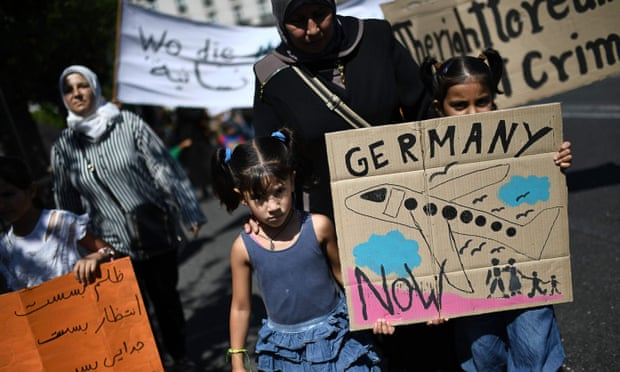 EU states begin returning refugees to Greece as German reunions slow