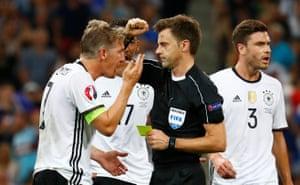 Schweinsteiger disagrees with referee Nicola Rizzoli.