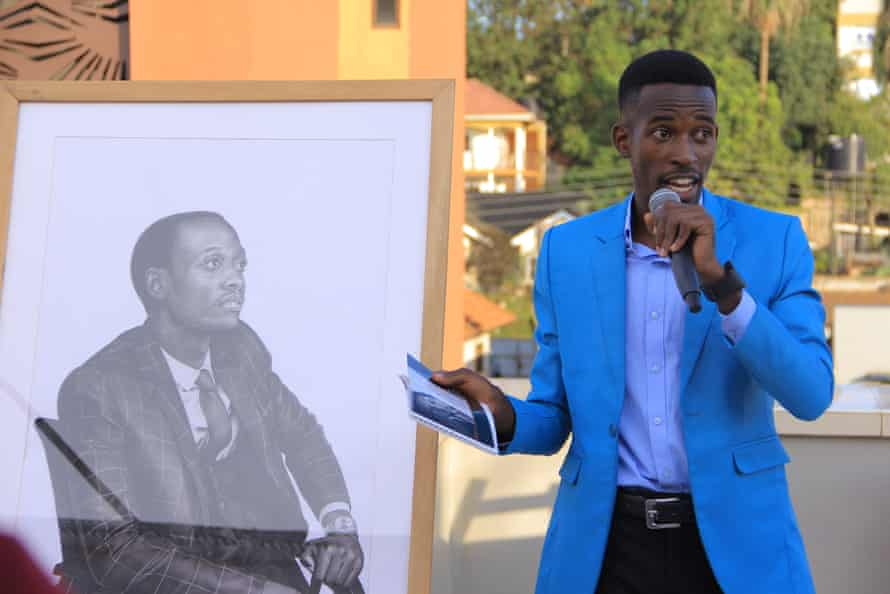 The artist Martin Senkubuge discusses a drawing of Davis Tushabomwe at the exhibition. Tushabomwe is an auditor in Kampala.