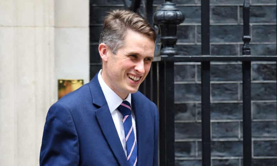 Gavin Williamson leaves Downing Street
