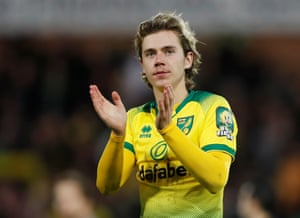 Cantwell applauds the Norwich fans after they draw 2-2 with Arsenal.