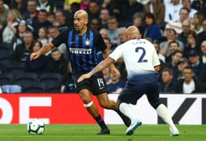 Juan Sebastián Verón goes past Stephen Carr during The Legends Match between Spurs Legends and Inter Forever at the new Tottenham stadium last month.