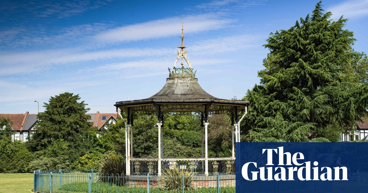 David Bowies festival bandstand gets Grade II listing