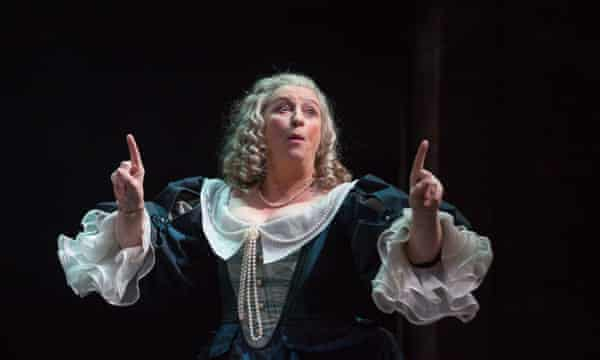 Caroline Quentin as Lady Sarah Hotham.