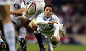 Agustín Pichot in action for Argentina against England in 2006.