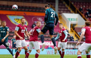 pascal struijk out-jumps the burnley defence.