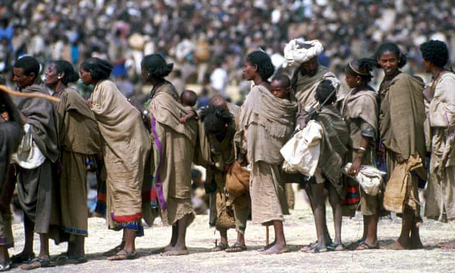 A queue of Ethiopian mothers carrying their young children, 1985.