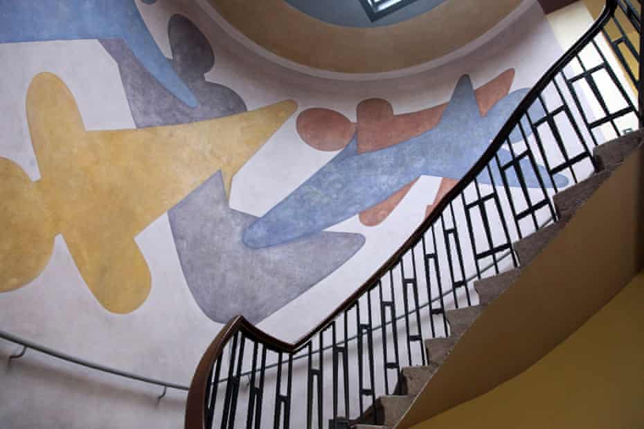 Mural done by Oskar Schlemmer in 1923 for the Bauhaus School of Arts and Crafts.