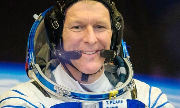 [Hello, planet Earth?] Astronaut Tim Peake Salah Sambung Menelepon dari Luar Angkasa