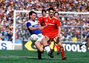 Everton's Kevin Ratcliffe snuffs out the danger of Liverpoo's Ian Rush.