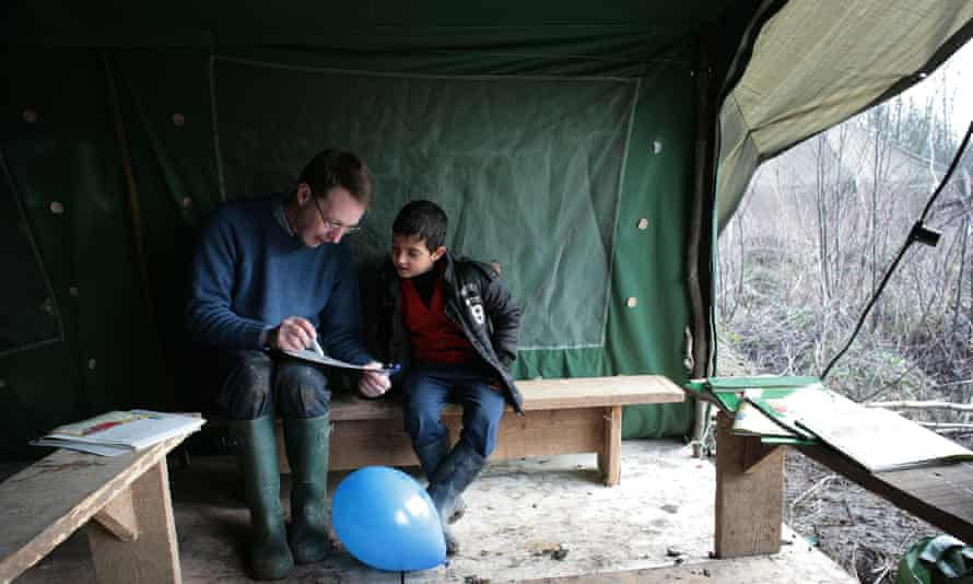 Dr Rory Fox and pupil at Grande-Synthe refugee camp