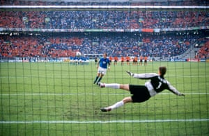 Totti's paneka: 29 June 2000. Italy's Francesco Totti deftly chips his penalty to beat Netherlands' goalkeeper Edwin van der Sar during their semi-final penalty shoot-out at Euro 2000. Italy won the shootout 3-1 but later lost the final in agonising fashion to France.