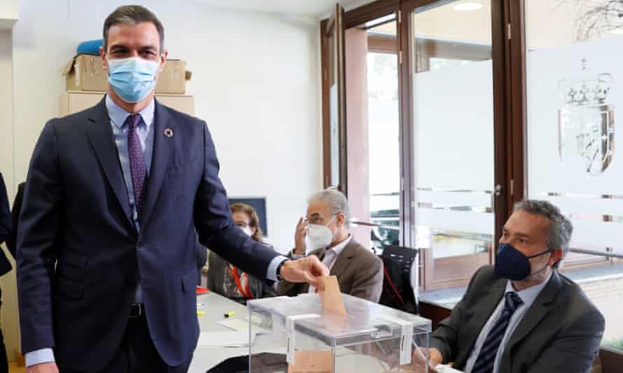 The Spanish PM, Pedro Sanchez, casts his ballot