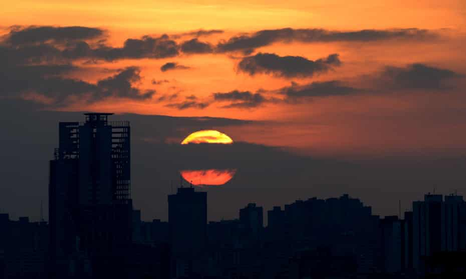 Picture taken during sunset in Caracas on May 5, 2016. /