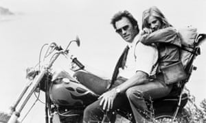 Sondra Locke with Eastwood on the set of Gauntlet in 1977.