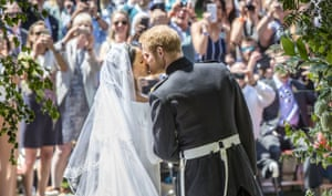 Sealed with a kiss on the steps of St Georges Chapel