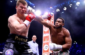 Michael Hunter catches Alexander Povetkin.