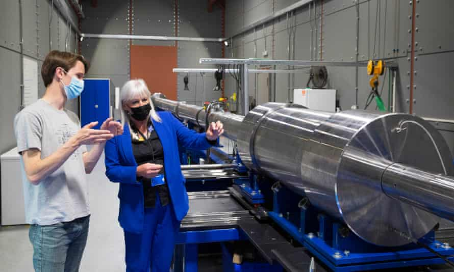 """Junior UK science minister Amanda Solloway and Nick Hawker, CEO of First LIght Fusion, inspecting the company's £1.1m """"Big Gun"""" device, which the Oxfordshire firm hopes will help them achieve fusion and deliver clean energy."""
