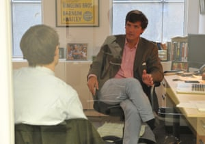 """Tucker Carlson, R, talks with Jon Ward at the office of the new conservative website, the Daily Caller, on January 6, 2010, in Washington, DC. The site, at which Carlson is the editor-in-chief and Ward is a reporter, has been branded as a """"conservative Huffington Post."""""""
