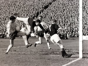 Ahead of the 1966 World Cup, Banks was part of the England team who faced Scotland at Hampden Park in the British Home Championship, beating the home side 4–3 in front of a crowd of over 130,000