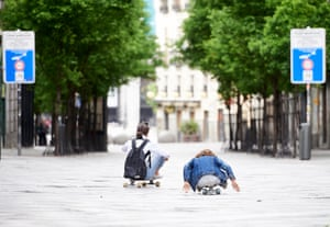 A mother and daughter ride skateboards in Madrid
