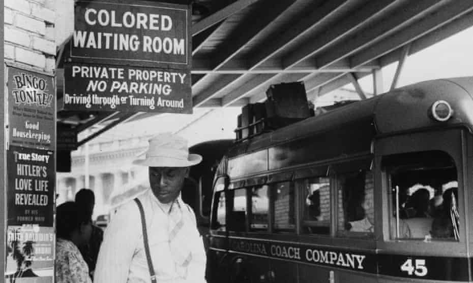 A North Carolina bus station in 1940.