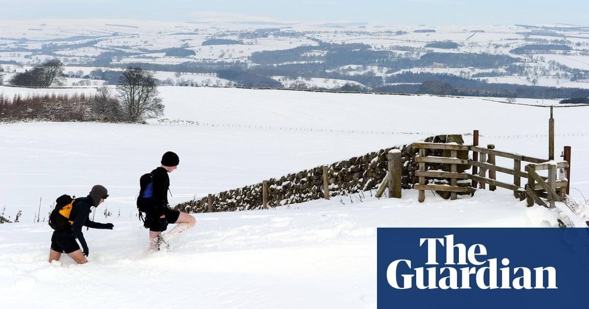 0da3d1cb1e Why do so many runners wear skimpy kit in the winter
