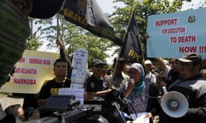 Representatives from Granat shout slogans as they support the Indonesian government's decision to execute death row inmates in Cilacap, Central Java on Friday.