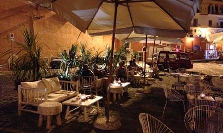 Cocktail o'clock at Au Bord de l'Eau bar on Ponza.