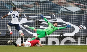 Edinson Cavani scores United's second goal.