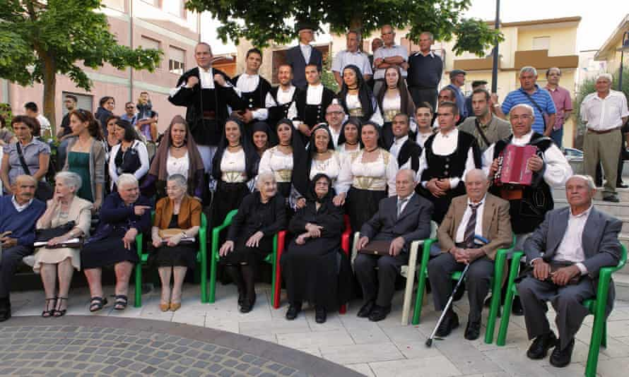 Consolata Melis (seated, fourth from right) with her nine children, 24 grandchildren and 25 great-grandchildren in 2012, the day before her 105th birthday.