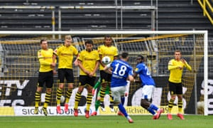 Daniel Caligiuri of FC Schalke 04 takes a free kick during the Bundesliga match between Borussia Dortmund and FC Schalke 04 at Signal Iduna Park in Dortmund, Germany. The Bundesliga is the first professional league to resume the season after the nationwide lockdown. All matches until the end of the season will be played behind closed doors.