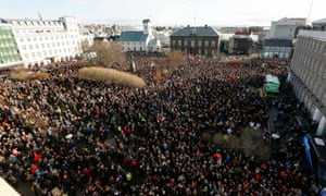 more than 20,000 people protest in Reykjavík's Parliament Square