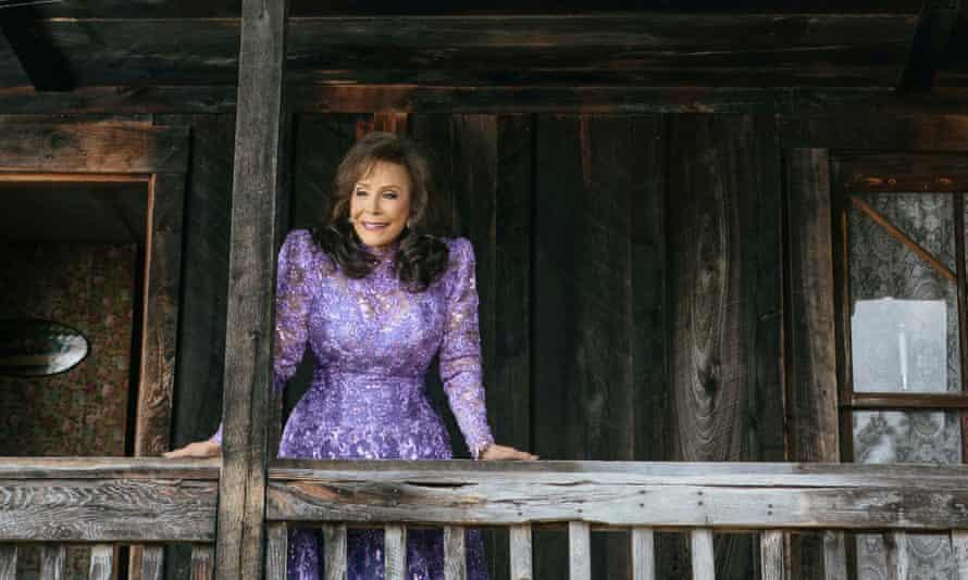 'Singing like she is unraveling a story': Loretta Lynn