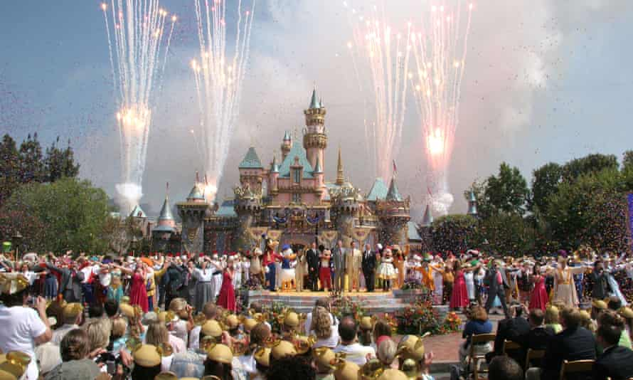 Eleven members of a British Muslim family were turned away at Gatwick airport from boarding a flight to California where they planned to visit Disneyland.
