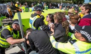 2017年7月在兰开夏郡举行的反水力抗议活动。