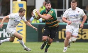 Alex Corbisiero breaks with the ball
