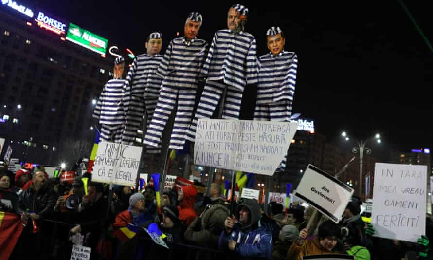 Protesters and effigies in Bucharest