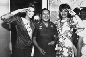 Miss USA, Christy Fichtner (left) and Miss Panama, Gilda Garcia López, salute while flanking Noriega in Panama City in 1986