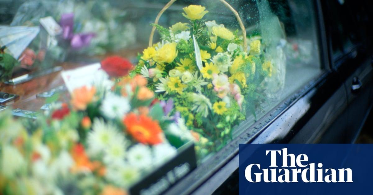 Funeral directors must make prices clearer, says UK regulator