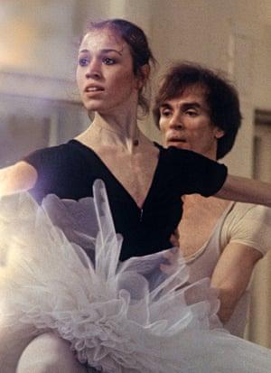 Bryony Brind in rehearsal with Rudolf Nureyev for La Bayadère in 1982.