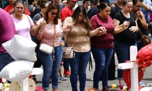 People pray at a makeshift memorial honoring victims of the El Paso shooting, on 6 August 2019 in El Paso, Texas.