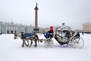 A horse-drawn carriage in Dvortsovaya (Palace) Square near the Winter Palace St Petersburg, Russia.