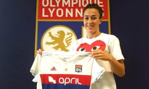 Lucy Bronze poses with the Lyon shirt in a picture posted on the French side's Twitter account.