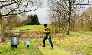 Robbie Reekie playing disc golf in Glasgow's Springburn Park.