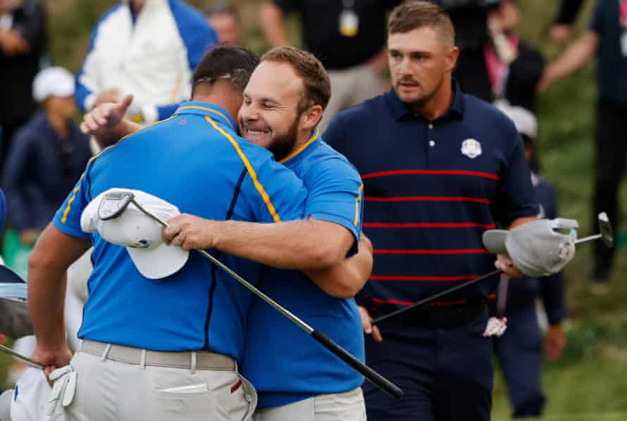 Tyrrell Hatton's putt on the 18th earned Europe their only half-point in the afternoon fourball matches.