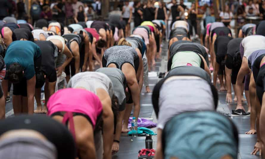 Hundreds attend group yoga class in Sydney to celebrate the opening of a new Lululemon store in the city, 2018.